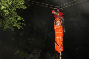 03.06.2013-salvamontisti aradeni salveaza un polonez 1