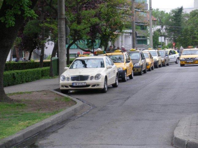 statie taxi piata 700 large