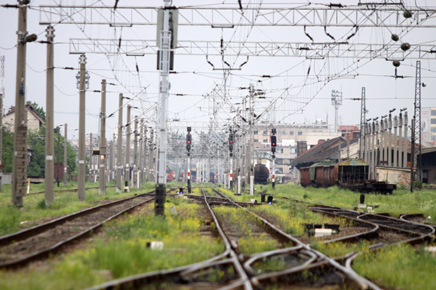 linii de tren trenuri sina stalpi 10