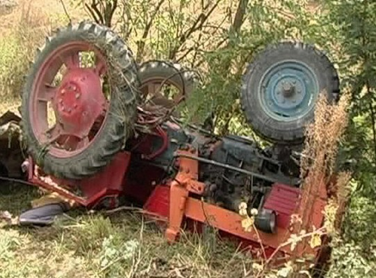 accident tractor 2a
