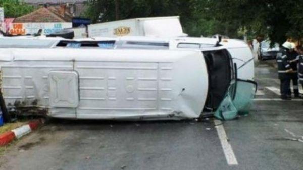 arges accident de microbuz pe dn 7c soldat cu trei morti si sapte raniti 04711100