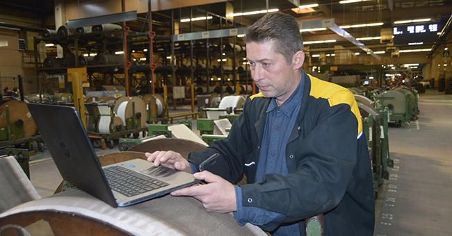 Valentin Căițatu ușurează activitatea colegilor din fabrica de anvelope