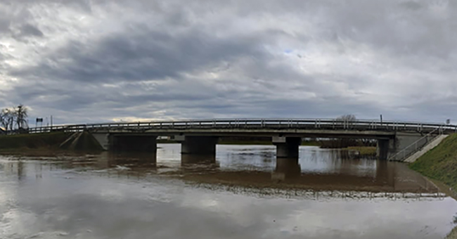 (foto) râul Bârzava cu cota de inundație depășită - hidrolog Laurențiu Luca