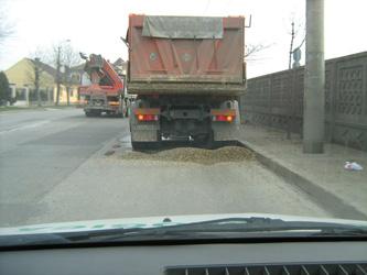 camion_mizerie_pe_sosea