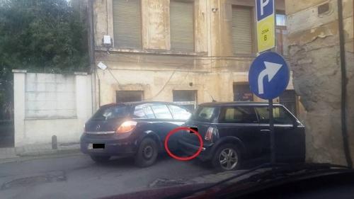 o soferita loveste de trei ori o masina pentru a vira dreapta galerie foto 19133 10193000