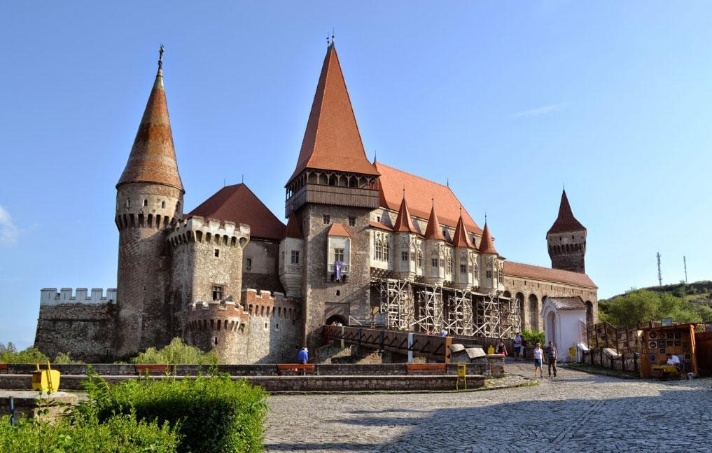 castelul-corvinilor 732