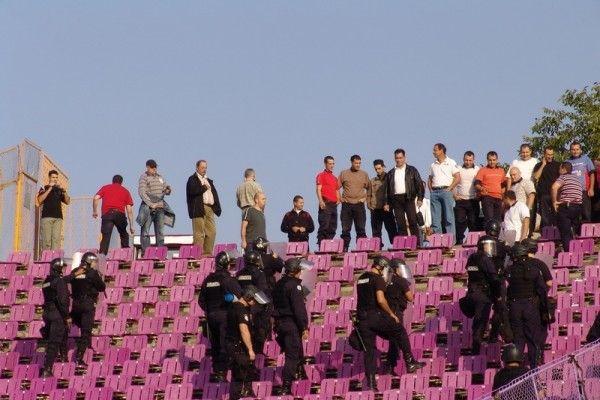 suporteri-agresivi-stadion-jandarmi-exercitiu10 or-600x400