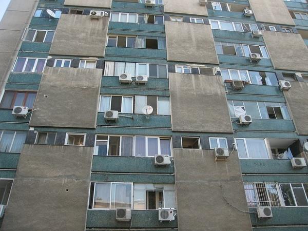 tragedie in deva un adolescent a sarit de la etajul 9 al unui bloc 415737