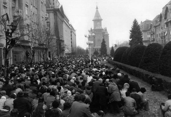 revolutie sute de oamenii se roaga 1989