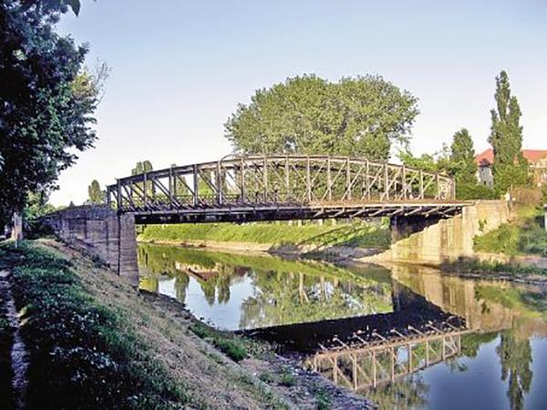 pod din timisoara peste riul bega